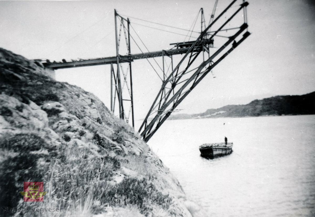 Gamle Omsund bru som går fra Nordlandet i Kristiansund til Rensvikholmen. Brua ble bygd i 1939 og tatt i bruk i april 1940, samtidig som Rensviksundbrua fra Rensvikholmen til Frei stod ferdig.