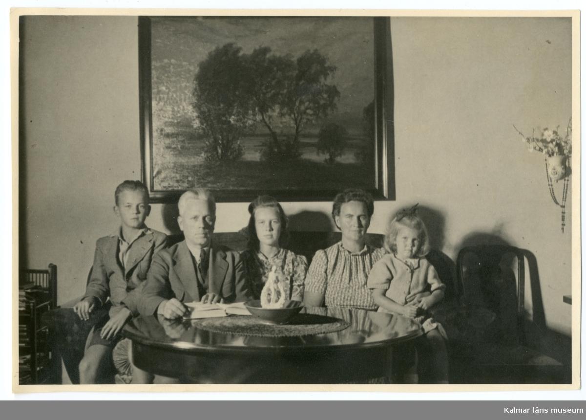 Grupporträtt föreställande Håkan Sivgård, Gustaf Sivgård, Maj Sivgård, Ellen Sivgård och Ellen Gothefors.