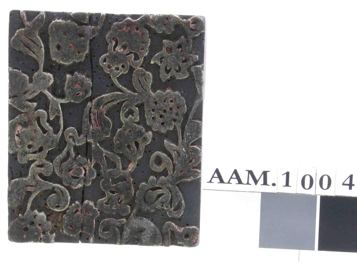 1700 tallsmønster med småblad og småblomster tett.