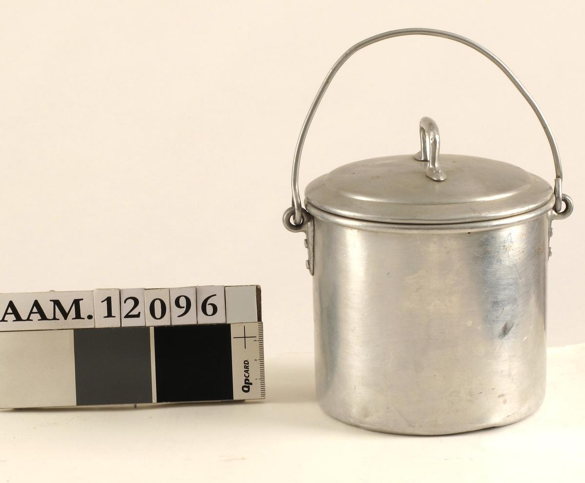 Melkespann  av aluminium,  stemplet   HØYANG.