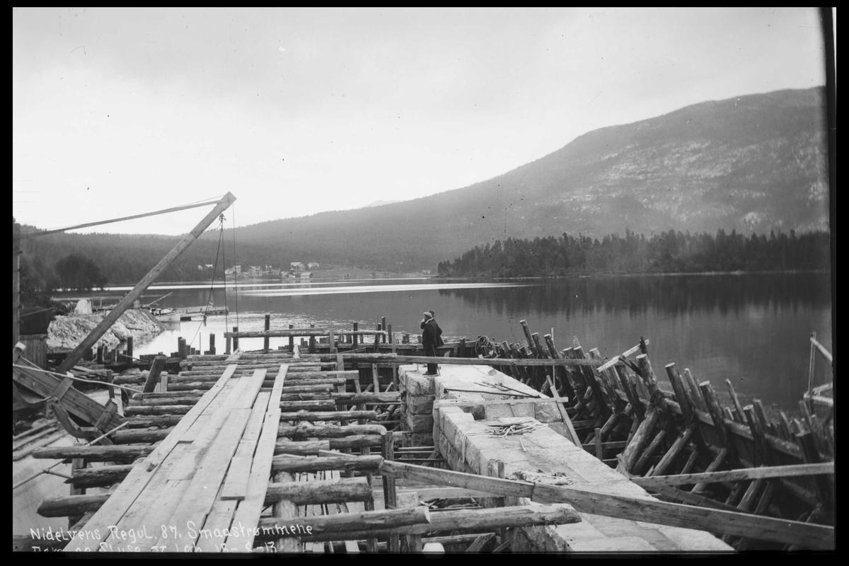 Arendal Fossekompani i begynnelsen av 1900-tallet CD merket 0446, Bilde: 46 Sted: Småstraumene. Skyvebro over sluse Beskrivelse: Regulering