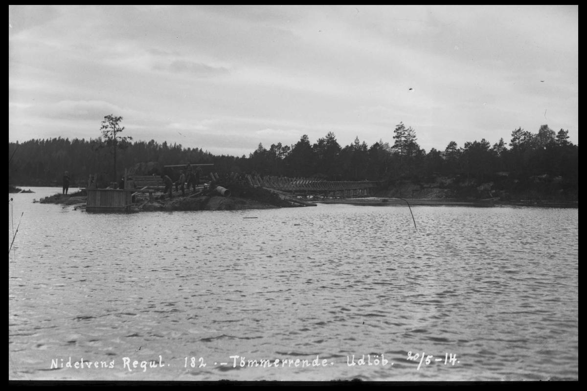 Arendal Fossekompani i begynnelsen av 1900-tallet CD merket 0474, Bilde: 29 Sted: ? Beskrivelse: Tømmerrenne utløp
