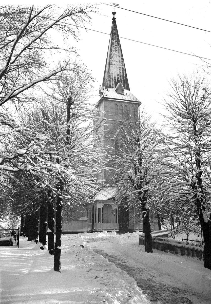 Grimstad kirke  Sett fra vest
