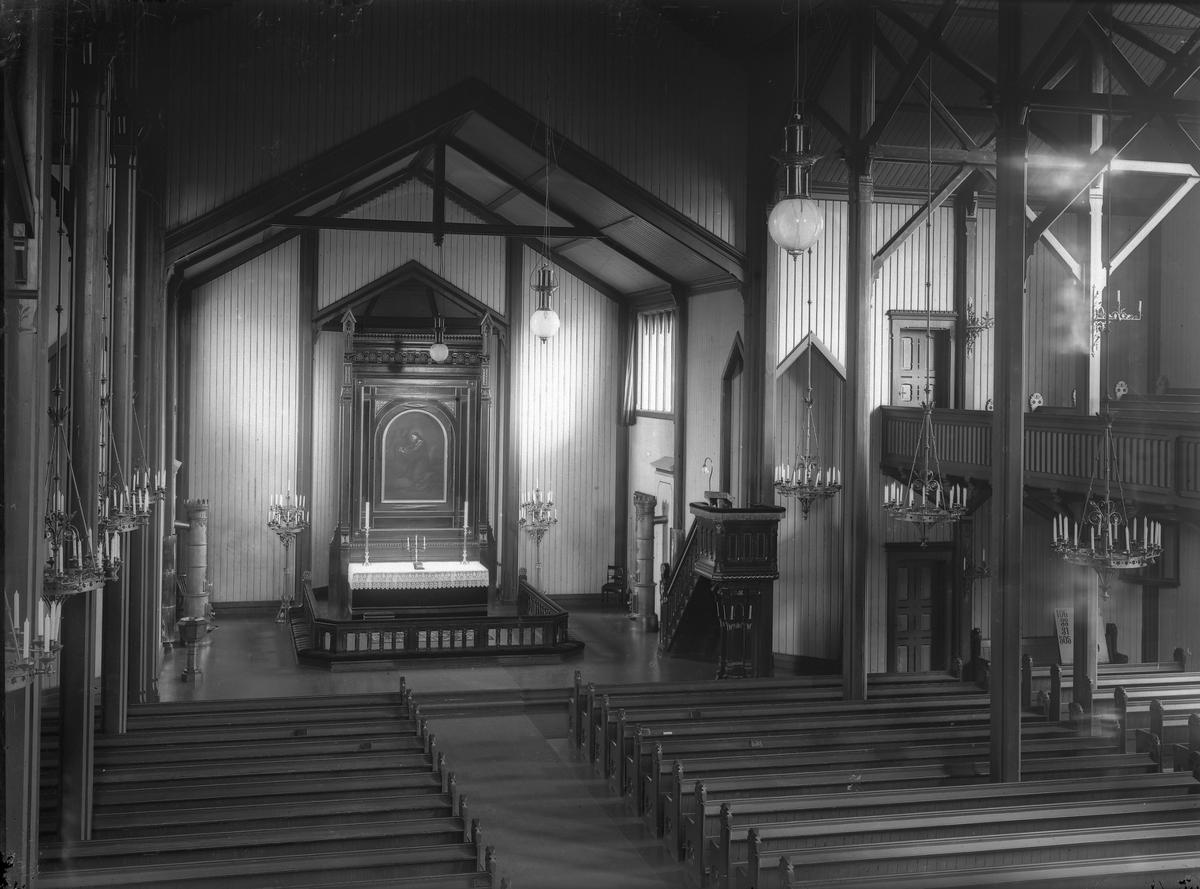 Grimstad kirke  Fotografert fra orgelet mot alteret