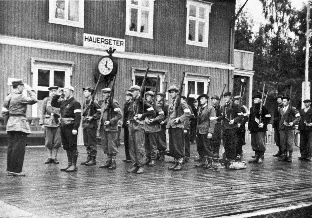 Hjemmestyrker på Hauerseter stasjon.