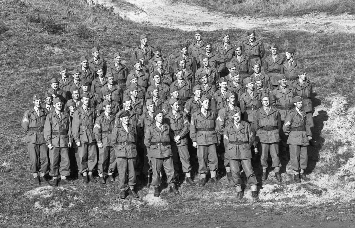 Soldater i etterkrigsuniformer.