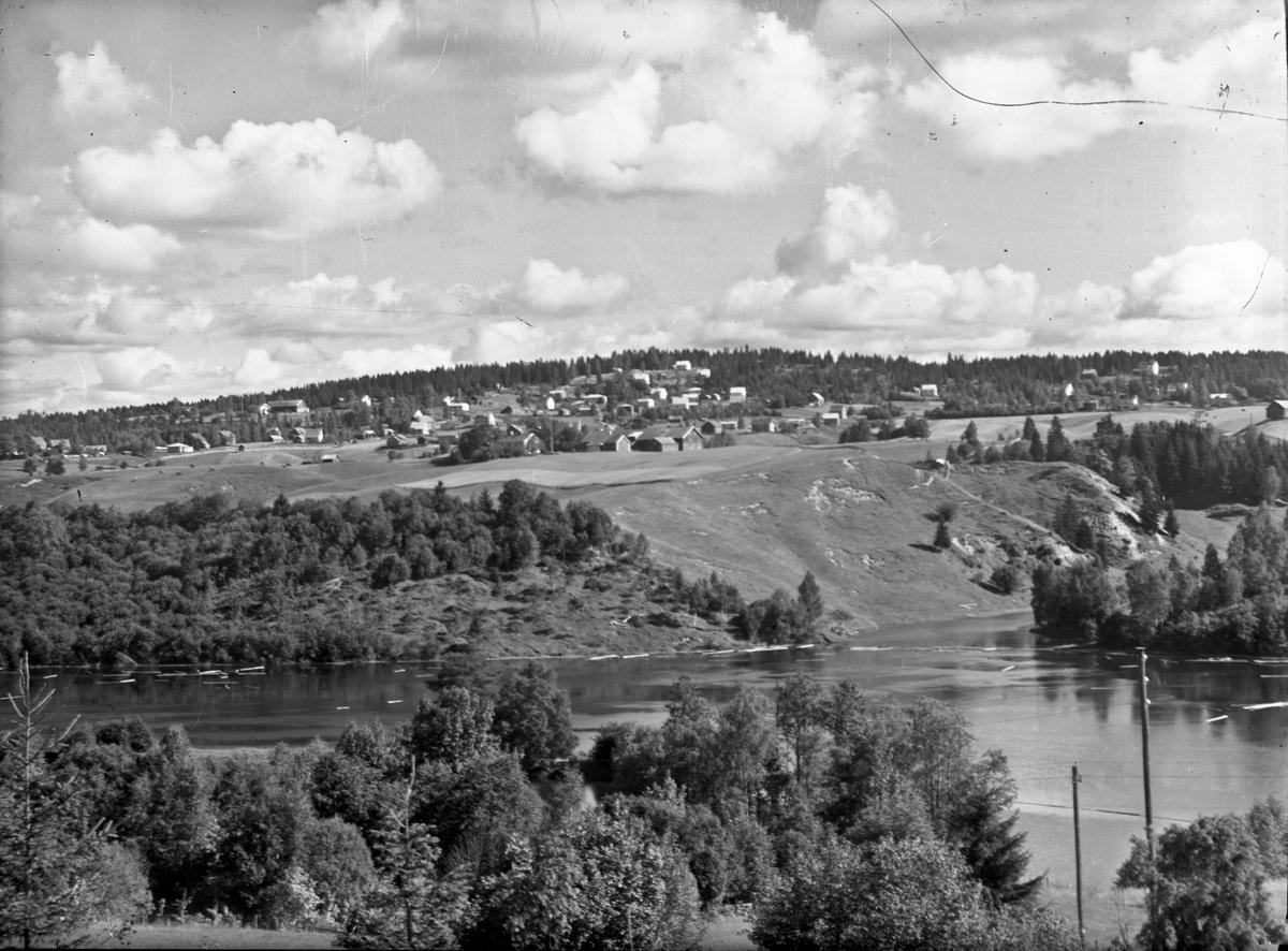 Landskap ved elv.