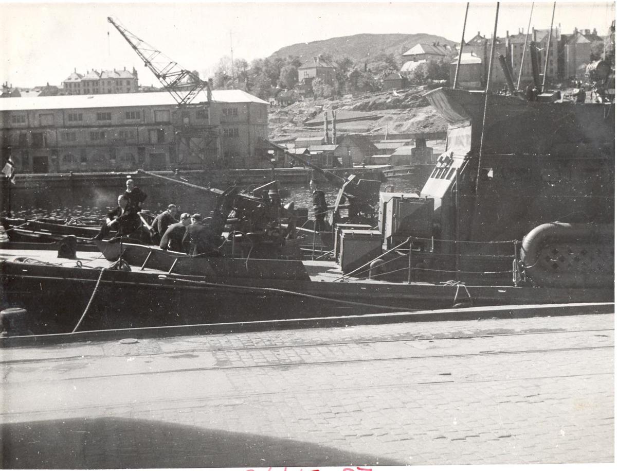 Undervannsbåtjageren Vigra i Bergen mai 1945.