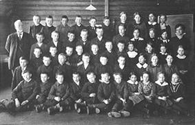 GRUPPE 53, SKOLEEELEVER, SKOLEKLASSE, ØSTÅS SKOLE, LÆRER TOMTER TIL VENSTRE