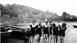 """""""Badeengler"""" på Oslo Godtemplarungdomslags feriehjem Kirkevi"""