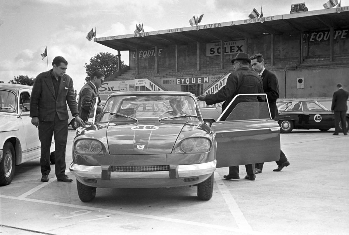 Serie. Fra bilutstillingen i Paris 1963. Det vises nye bilmodeller, veteranbiler og sportsbiler. Fotografert oktober 1963.