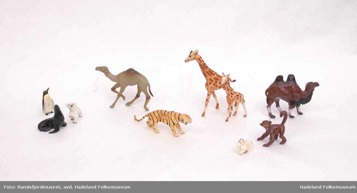 Forskjellige lekedyr i plast
