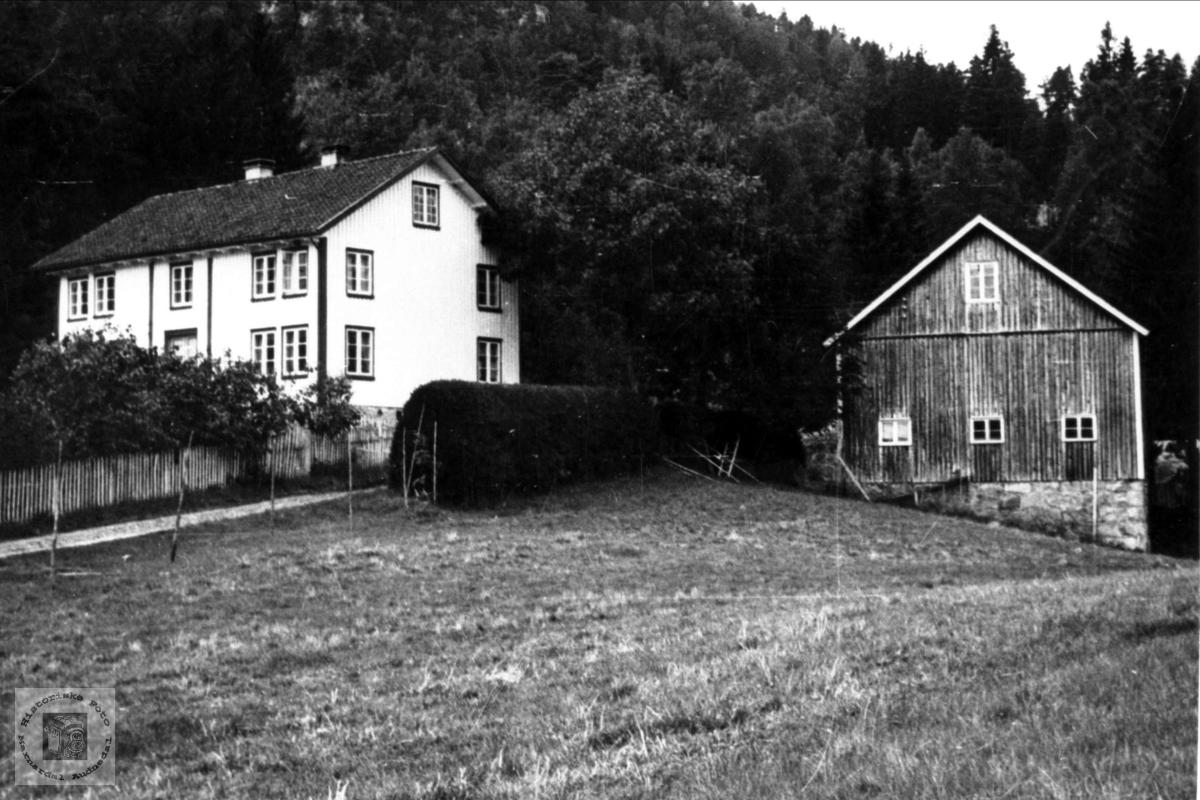 """""""Der oppe på Lunnan"""" Foss, Bjelland."""