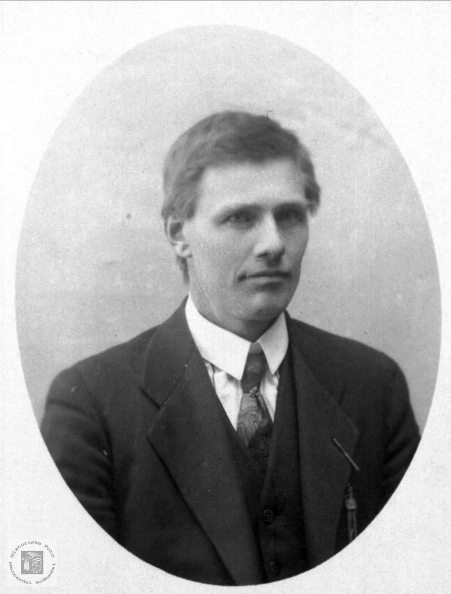 Portrett av ukjent mann trolig med tilknytning til Abelset, Bjelland.