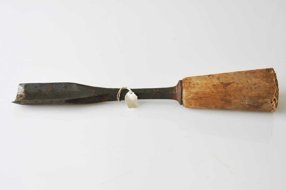 Form: Smidd huljern med bjørkeskaft