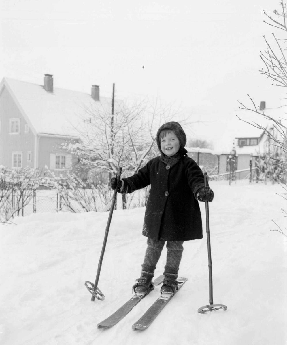 Liten pike på ski. Anne Grethe.