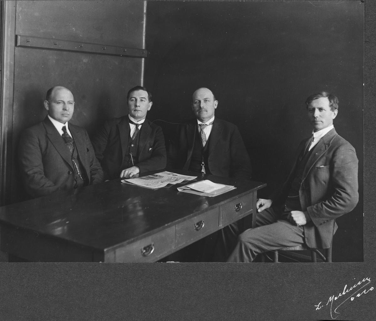De fire første lærerne ved skolen.
