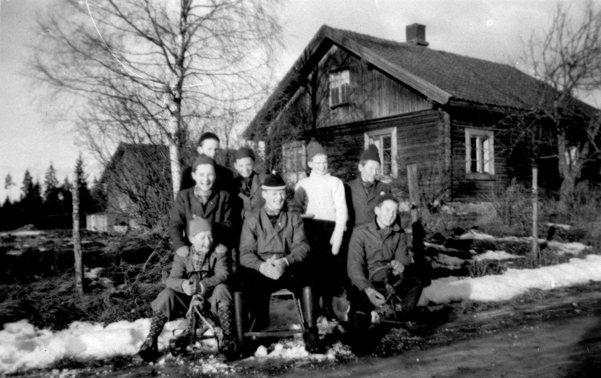 Gammelt tømmerhus.  Husmannsplass under Døli(Lars Sundbys gård)