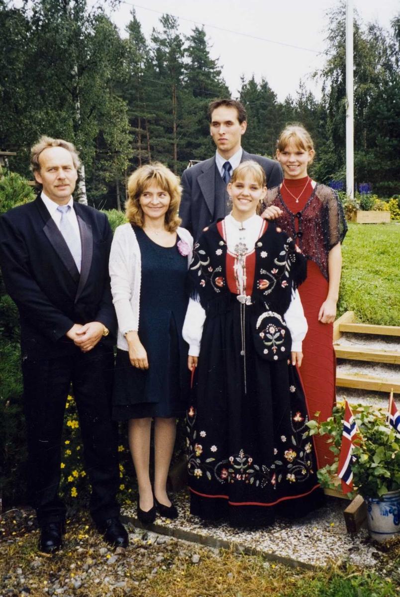 Familien Spjudvik på Stomperud Nordre i 2001