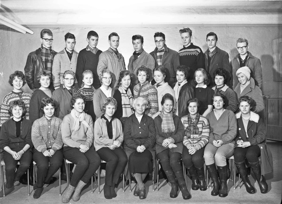 Klassebilde fra Eidsvoll Landsgymnas. Lærer: Margit Svare.