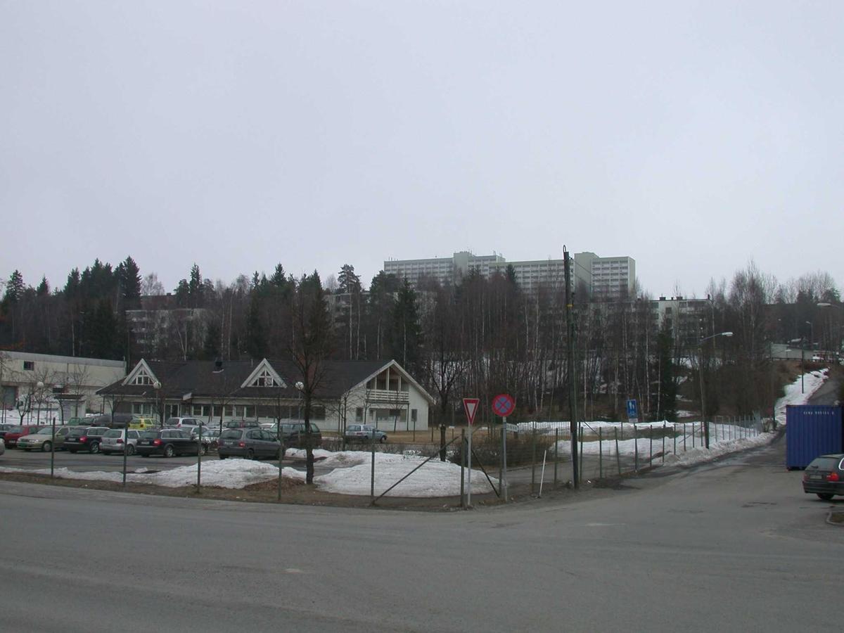 Forretningsbygg med parkeringsplass på tomta til Astra Fotovinkel: Ø