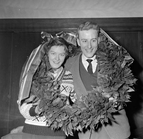 Dette er Finn Thorsen fra Hamar. Født 10.3. 1940. Skøyteløper for Hamar ILog fotballspiller for Ham/kam og Skeid. Fikk 48 landskamper i fotball og ble norgesmester på skøyter for junior 1959. Damen på bildet er trolig Randi Elisabeth Nilsen fra Hamar IL som ble juniormester samme år.